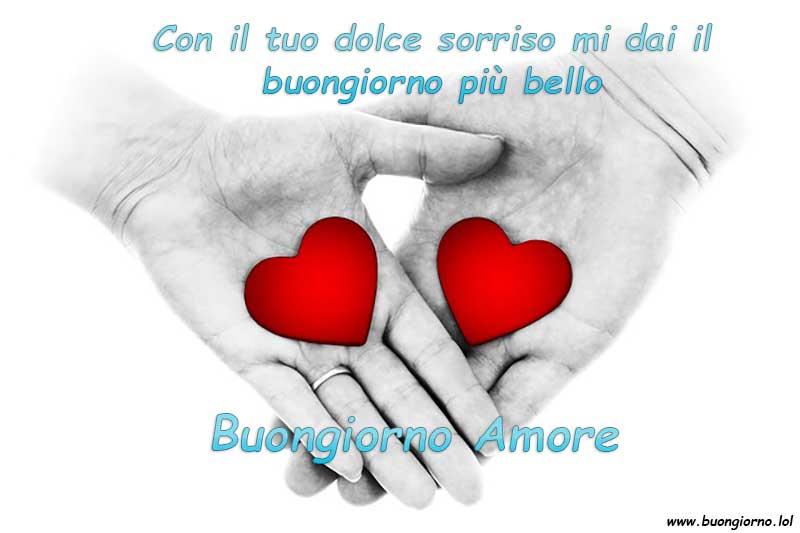 Due mani che tengono un cuore