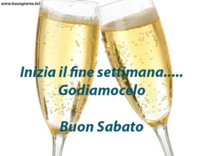due bicchieri pieni di champagne in primo piano