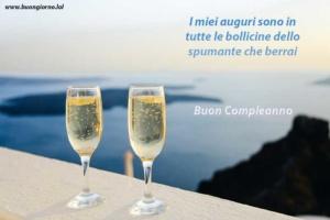Bicchieri spumanti per festeggiare compleanno