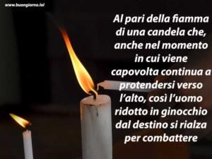 due candele una grande ed una piccola accese