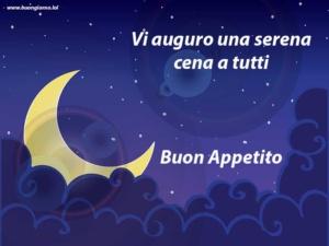 Spicchio di luna nel cielo blu